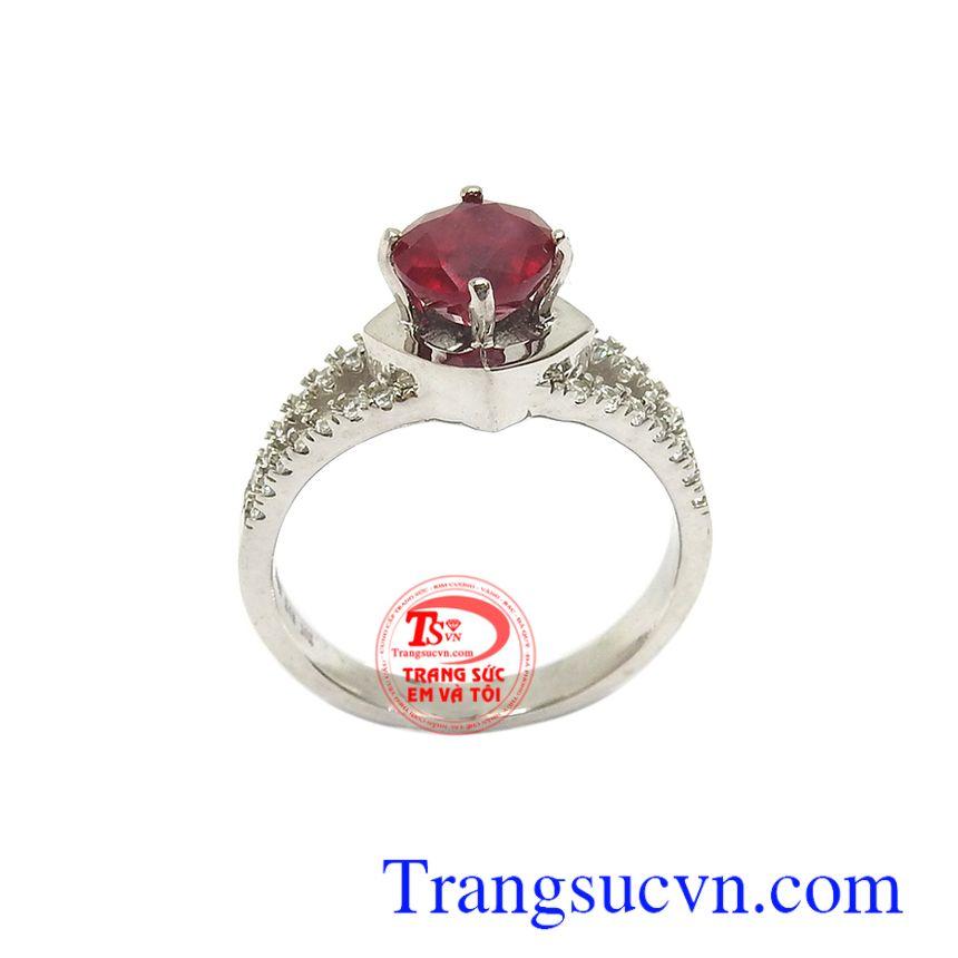 hẫn nữ Ruby tài lộc may mắn với đá ruby tượng trưng cho Mặt Trời, quyền lực, tự do, may mắn và vui vẻ