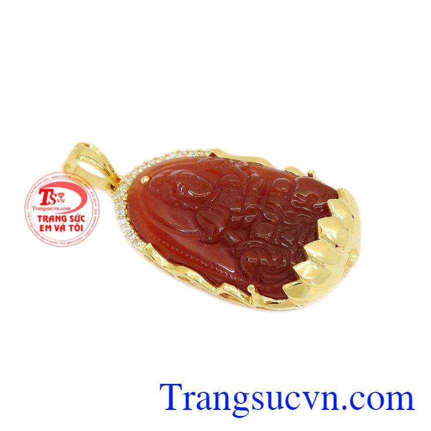 Mặt phật bản mệnh bọc vàng được thiết kế là vị phật Phổ Hiền Bồ Tát.