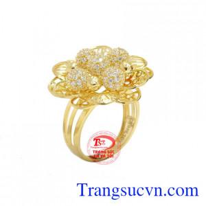 Nhẫn hoa vàng 10k kiêu sa