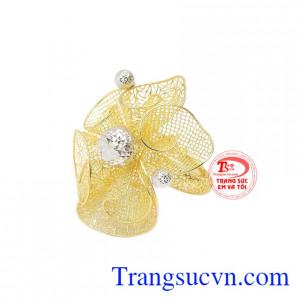 Nhẫn luôn là món trang sức quen thuộc không thể thiếu của phái đẹp.