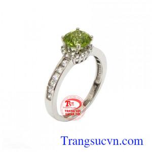 Nhẫn nữ Peridot 10k an nhiên chế tác tinh xảo, sắc nét, mang lại phong cách thời trang riêng cho phái đẹp