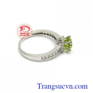 Nhẫn nữ vàng đá quý là món quà tặng tuyệt vời cho người yêu thương trong những dịp ý nghĩa