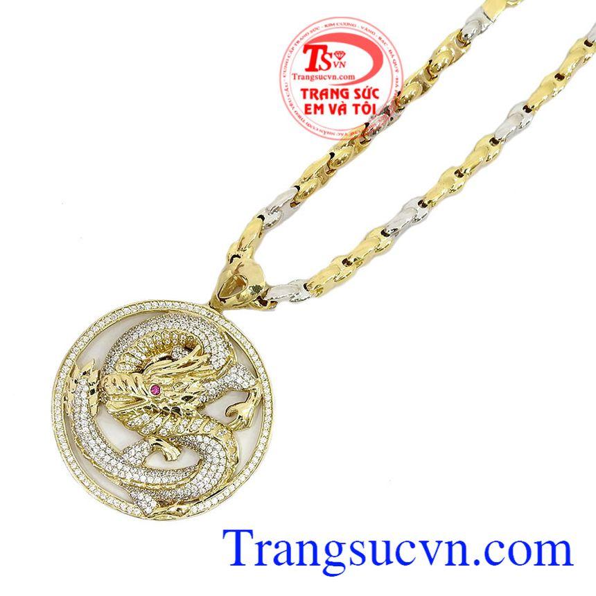 Sản phẩm kết hợp tinh tế giữ hai loại vàng trắng và vàng màu mang đến sự lịch lãm cho người đàn ông sở hữu