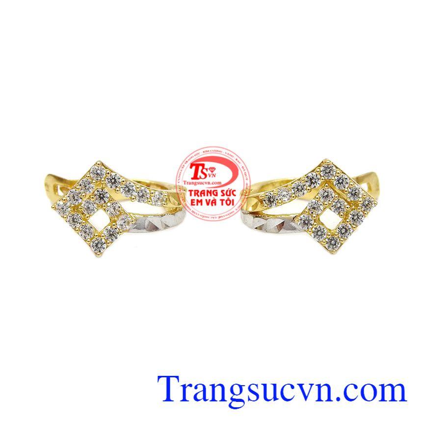 Hoa tai tuy nhỏ nhưng là một món đồ trang sức không thể thiếu để tôn lên vẻ đẹp cho phái nữ