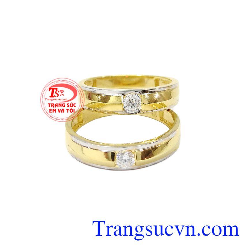 Thiết kế tinh tế với sự kết hợp hài hòa giữ vàng trắng và vàng màu tạo nên nét độc đáo cho sản phẩm