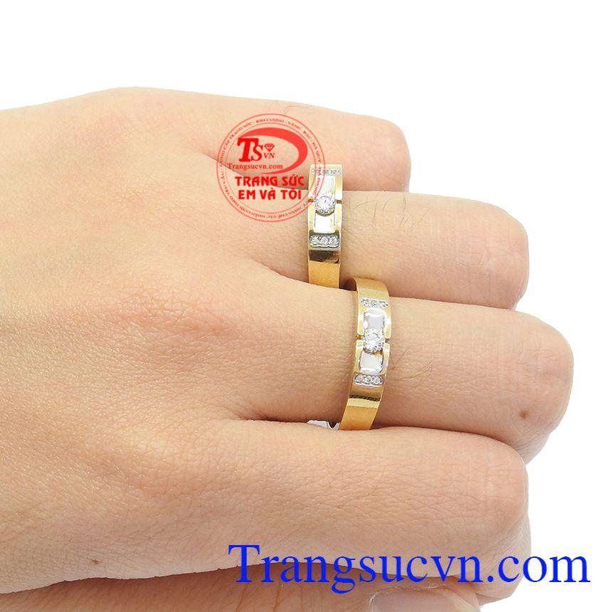 Bạn có thể đặt nhẫn cưới theo yêu cầu của đôi bạn, đặt nhẫn thiết kế 3D, đặt nhẫn qua hình ảnh và ý tưởng của đôi vợ chồng,Nhẫn cưới vàng 18k tình yêu trọn vẹn