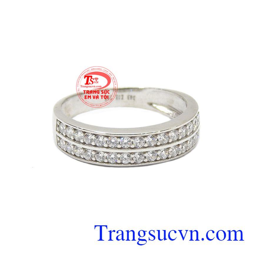 Nhẫn nữ Korea vàng trắng dịu dàng được kết hợp từ vàng trắng 10k và rất nhiều viên đá cz nhỏ xinh lấp lánh.