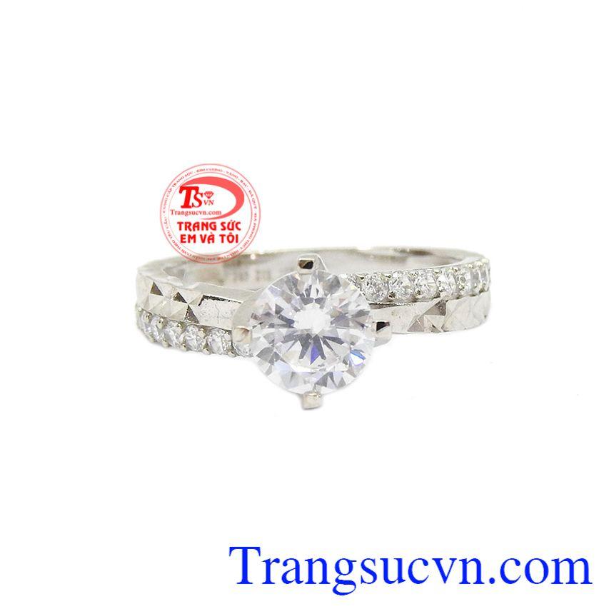 Nhẫn nữ vàng trắng kiều diễm được nhập khẩu từ Hàn Quốc mang phong cách trẻ trung và nổi bật.