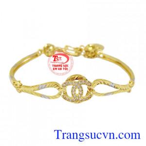 Lắc tay Chanel vàng 10k là sản phẩm được thiết kế tinh xảo, tỉ mỉ từ vàng 10k.