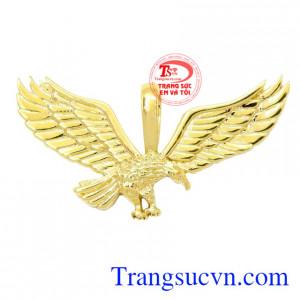 Mặt dây đại bàng vàng 18k là sản phẩm được chế tác tinh tế từ vàng 18k.