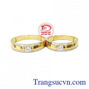 Nhẫn cưới là minh chứng cho tình yêu và sự gắn bó khăng khít cho tới đầu bạc răng long của mỗi cặp vợ chồng