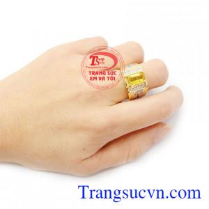 Đá sapphire vàng là loại đá rất phù hợp với người mệnh kim và mệnh thổ