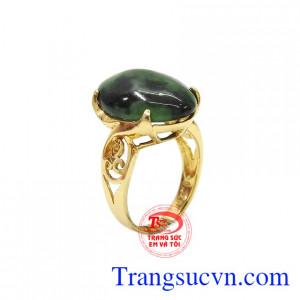 Nhẫn nữ Jadeite vàng 14k độc đáo được thiết kế với phong cách mới mẻ giúp tôn lên vẻ nữ tính cho người sử dụng