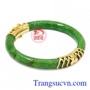 Ngọc cẩm thạch có thể đem đến may mắn về sức khỏe và phòng thủy cho người đeo.