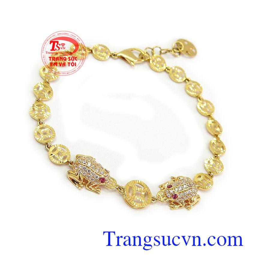 Lắc tay nữ vàng tây may mắn với hình tượng thiềm thừ là biểu tượng mang lại tài lộc, may mắn va bình an cho người đeo Lắc tay nữ vàng tây may mắn