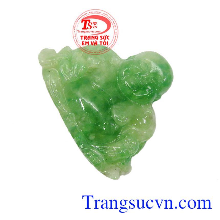 Mặt ngọc Phật Di Lặc cũng được coi là biểu tượng của sự hài hòa, niềm vui vô tư lự