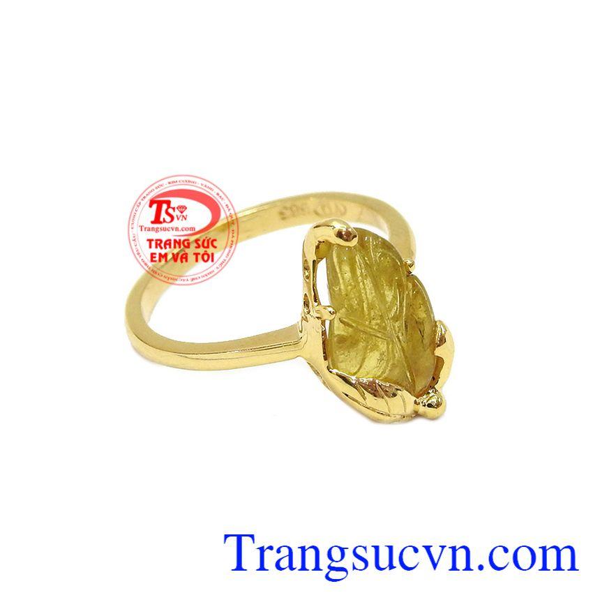 Sản phẩm mang đến cho người dùng được bình an, may mắn. Nhẫn chiếc lá tinh tế tourmalin