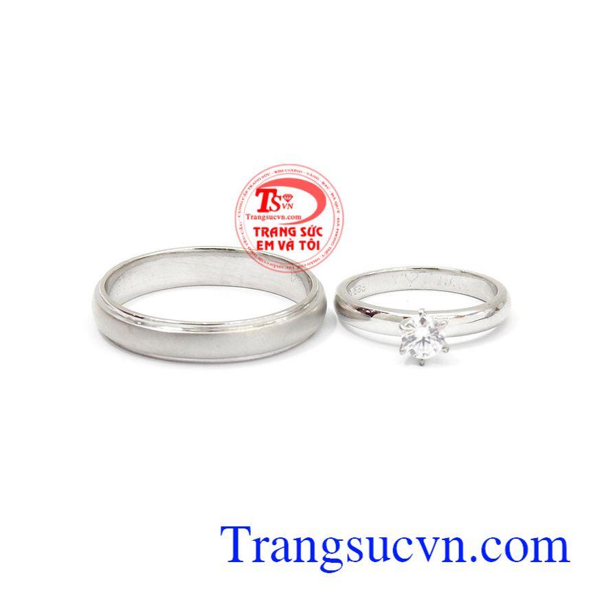 Nhẫn cưới bên nhau trọn đời được chế tác từ vàng 14k sáng bóng, bền đẹp.
