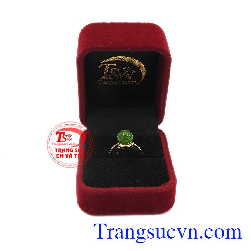 Ngọc thiên nhiên hợp phong thủy. Nhẫn nephrite thời trang