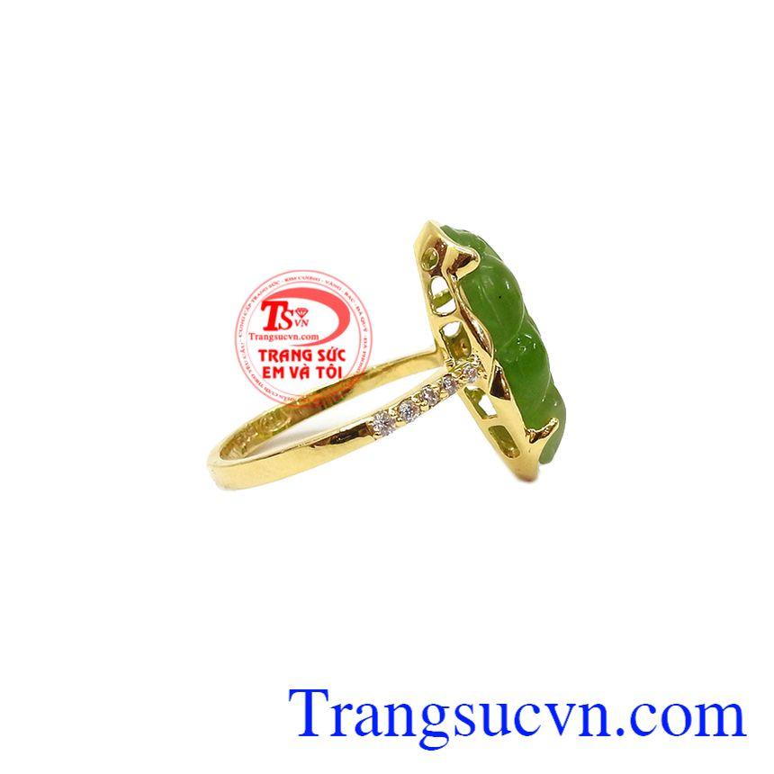Ngọc cẩm thạch từ xa xưa là loại ngọc quý được va chúa và các quan lại ưa chuộng,Nhẫn nữ Nephrite vàng 14k
