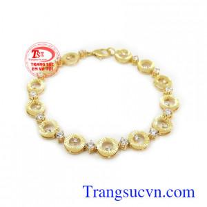 Lắc tay nữ 10k cá tính vàng trắng chế tác đẹp, chất lượng cao, phù hợp thời trang phái đẹp Lắc tay nữ 10k cá tính