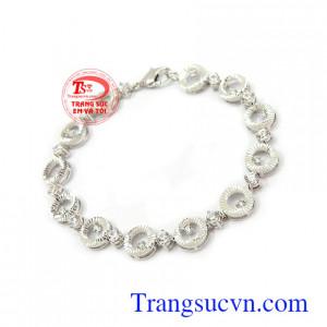 Lắc tay nữ vàng trắng phù hợp nhiều loại trang phúc và phong cách khác nhau Lắc tay nữ 10k cá tính vàng trắng