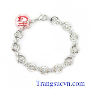 Lắc tay nữ 10k cá tính vàng trắng là món quà tuyệt vời dành tặng người yêu thương Lắc tay nữ 10k cá tính vàng trắng