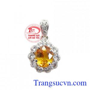 Mặt dây Sapphire chất lượng được chế tác từ vàng trắng 14k kết hợp đá saphirre cao cấp tạo nên dòng sản phẩm đẳng cấp