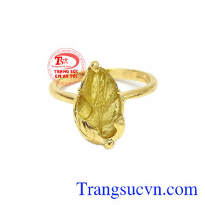 Nhẫn chiếc lá tinh tế tourmalin được thiết kế vô cùng tinh tế và sang trọng.