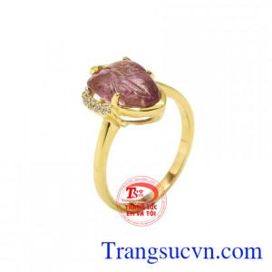 Nhẫn chiếc lá tourmalin thiên nhiên được chế tác từ đá tourmalin, vàng tây 14k và đá cz.