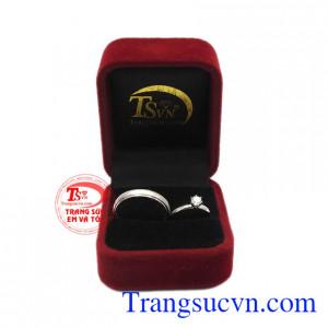 Sản phẩm bảo hành uy tín, giao hàng toàn quốc. Nhẫn cưới bên nhau trọn đời.