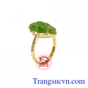 Nhẫn nữ Nephrite vàng 14k được chế tác từ vàng 14k bền đẹp và ngọc nepherite thiên nhiên,Nhẫn nữ Nephrite vàng 14k