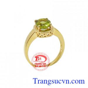 Nhẫn nữ peridot mệnh mộc