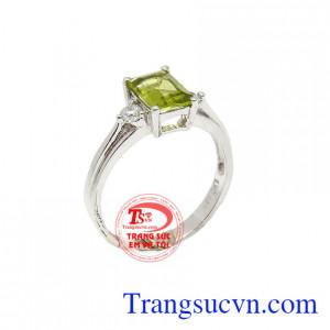 Nhẫn nữ peridot thời trang