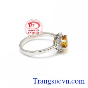 Nhẫn nữ Sapphire chất lượng mang đến sự đẳng cấp bởi viên sapphire cap cấp với độ tinh khiết gần như hoàn hảo