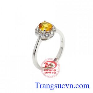 Nhẫn nữ Sapphire chất lượng được chế tác từ vàng trắng 14k