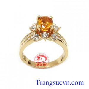 Nhẫn nữ Sapphire may mắn vàng 14k là viên đá cá tác dụng mang lại tài lộc, may mắn và bình an cho người đeo