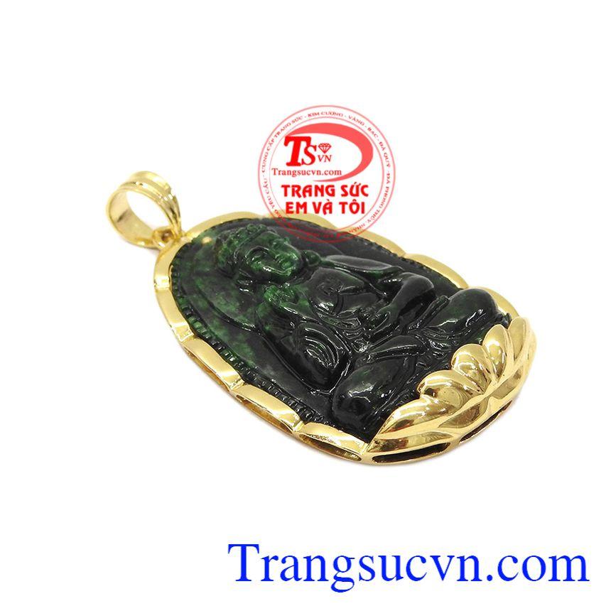 Mặt phật jadeite tuổi tuất-tuổi hợi được kết hợp từ ngọc cẩm thạch thiên nhiên và vàng tây 14k bền đẹp.