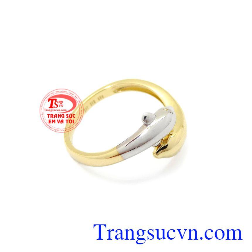 Nhẫn nữ vàng cá heo Korea mang lại vẻ cá tính nhưng cũng không kém phần dễ thương cho phái nữ.