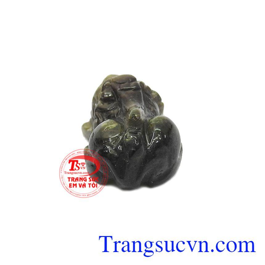 Tỳ hưu sapphir thiên nhiên được chạm khắc vô cùng tinh tế, hợp phong thủy.