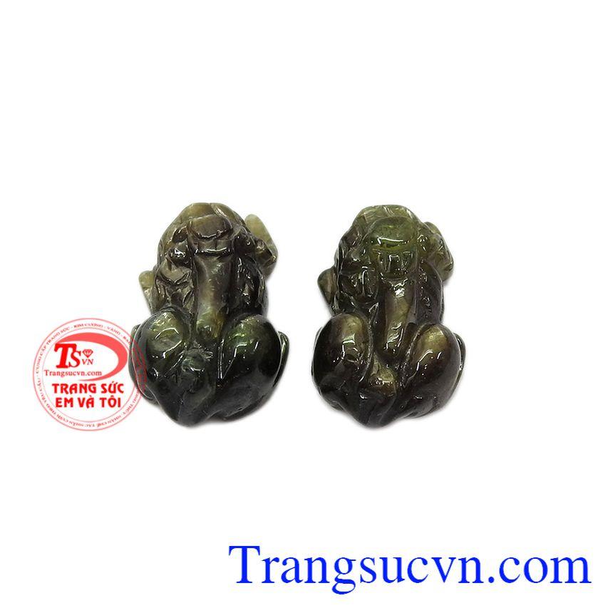 Sản phẩm thích hợp làm mặt dây hoặc mặt mặt nhẫn. Tỳ hưu sapphir thiên nhiên.