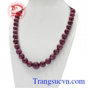 Với thiết kế đơn giản đem lại sự giàu sang phú quý cho người đeo,Chuỗi cổ Ruby thiên nhiên