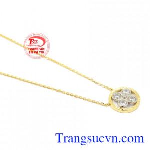 Dây chuyền nữ hoa vàng 10k Korea là món quà tinh tế dành cho người thương vào dịp đặc biệt.