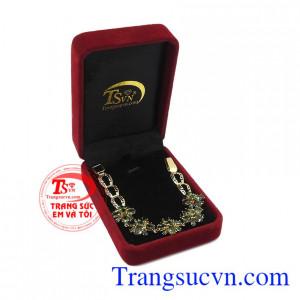 Hãy dành tặng cho người thân của bạn món quà ý nghĩa này. Lắc tay sapphir quý phái.