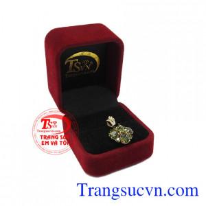 Sản phẩm hợp phong thủy, bảo hành uy tín, giao hàng toàn quốc. Mặt dây sapphir quý phái.