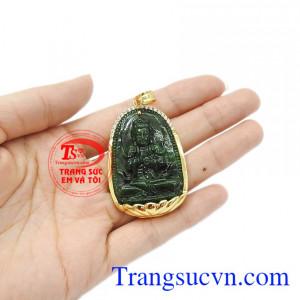 Mặt dây có thể dùng với dây chuyền vàng hoặc dây da, dây cao su bọc vàng. Mặt phật jadeite tuổi mùi-tuổi thân