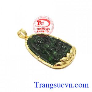 Mặt phật jadeite tuổi thìn-tuổi tỵ là sự kết hợp hài hòa giữa ngọc cẩm thạch thiên nhiên và vàng tây 14k.