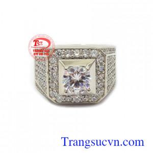 Nhẫn nam vàng trắng Hàn Quốc thời thượng phù hợp phong cách phái mạnh, là dòng sản phẩm rất được ưa chuộng