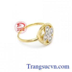 Nhẫn nữ hoa vàng 10k Korea phù hợp làm quà tặng cho người thân, bạn bè.