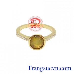 Đá opal không chỉ mang vẻ đẹp lấp lánh, rực rỡ mà còn mang lại nhiều tác dụng tốt cho người đeo